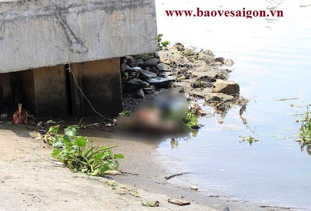 Phát hiện xác bảo vệ chết dưới sông